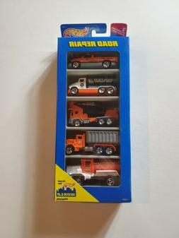 1996 HOT WHEELS ROAD REPAIR 5 CAR GIFT PACK NEW IN SEALED PA